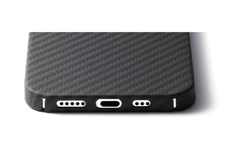 スピーカーホール周りをくりぬく微細加工 Ultra Slim & Light Case DURO iPhone13 ProMax ケース 背面 カバー