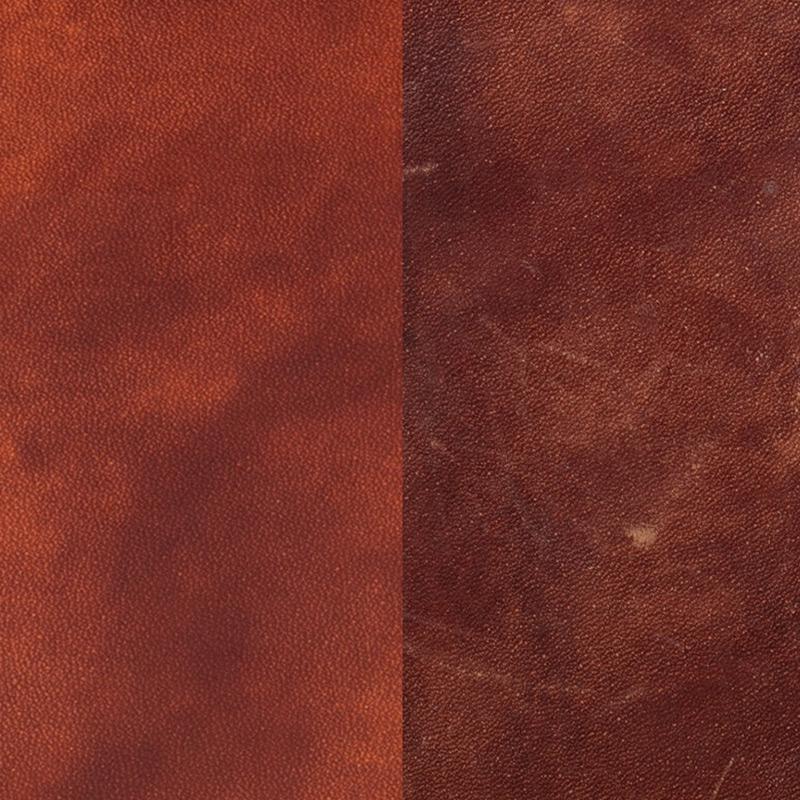 ミュージアムカーフは使い込むうちに色艶が増す、エイジングを楽しめる革です。