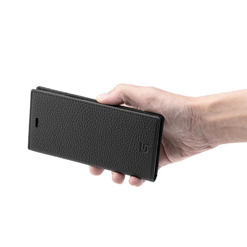 GRAMAS グラマス Shrunken-calf Genuine Leather Book Caseは、フラップは内蔵のマグネットで固定されるため、ベルトなどのないシンプルなデザイン。