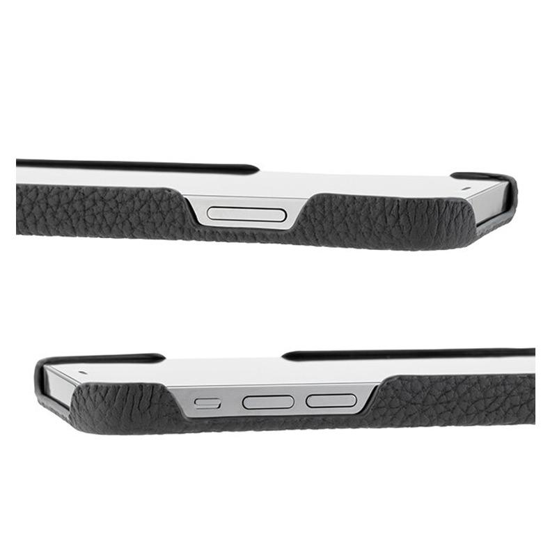 iPhone背面ケース。GRAMAS グラマス Shrunken-calf Leather Shell Case。各種ボタンへのアクセスや、充電ケーブル等へのゆとりも十分に確保してあり、ストレスなく各機能の使用が可能です。